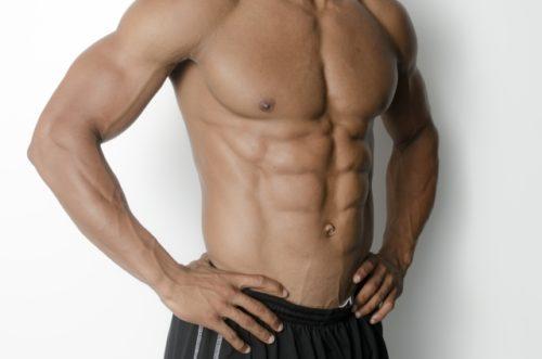 筋肉質な男性の体