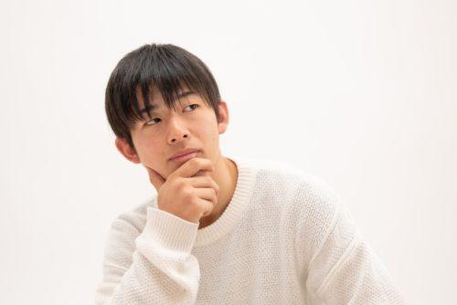 植毛手術を考える青年